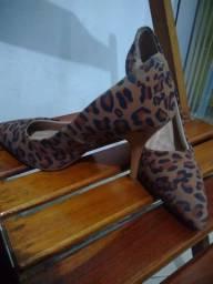 Vendo duas sandálias 120