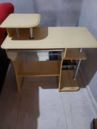 Escrivaninha usada mais funcional