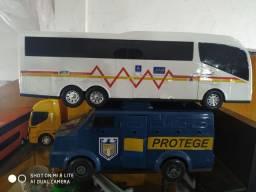 Colecionáveis caminhos e ônibus