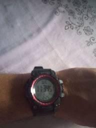 Vendo este relógio é prova de água novo