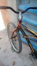 Bicicleta em perfeito Estado com um ótimo preço pra sair logo precisa só de uma pintura