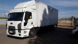 Vendo  caminhão com serviço 220,000