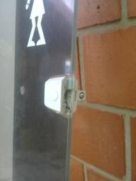 Porta em vidro fosco para banheiro ou lavabo medindo: 2, 10 metros altura / 64 cm largura
