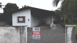 Casa com terreno de esquina em Balneário Barra do Sul-SC