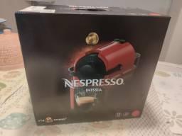 Cafeteira Nespresso Inissia NOVA. já vem 14 capsulas