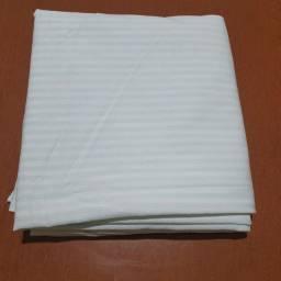Título do anúncio: Lençol avulso sem elástico 100% algodão<br>Semi NOVO<br> Dimensões: 2,23m x 2,27m