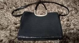 Bolsa com um leve rasgado  não dar ver que é por dentro