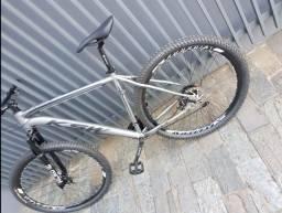 Bike ksw 29 quadro 21 alumínio 24v como nova.