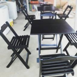 Jogo/conjunto de mesa com cadeiras de madeira dobrável