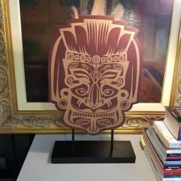 Escultura de máscara Maori