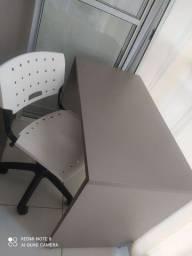 Mesa em MDF com cadeira giratória novos