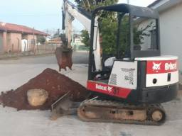 MINI ESCAVADEIRA BOB CAT 325ANO 2000
