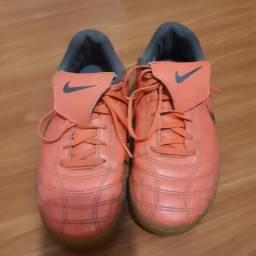 Chuteira Nike feminina 35