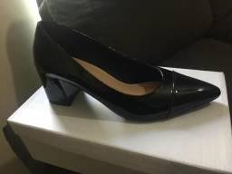 Sapato Verniz bico fino 36
