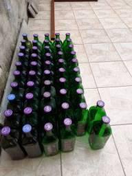 Garrafas de vidro 1.5 litros.