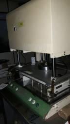 Vendo máquina de Teste Elétrico marca UTRON.
