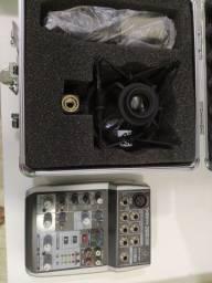 Mesa digital e microfone condensador