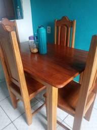 Vendo mesa de madeira de lei pequena de 4 cadeiras *
