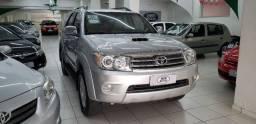 Toyota hilux sw4 srv d4-d 4x4 3.0 tdi aut. prata 2011 diesel