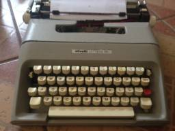 Máquina de escrever OLIVETTI LETERRA 35