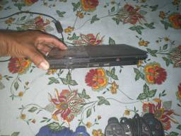 Vídeo game PlayStation 2, dois controles e memory card.