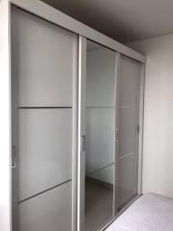 Guarda-Roupa com 3 Portas de Correr e Espelho