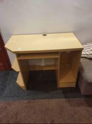 Mesa de computador , acompanha cadeira de escritório pra estudo ou trabalho