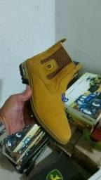 Vendo botina  ótima  qualidade couro puro
