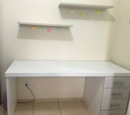 Vende se mesa para escritorio com prateleiras