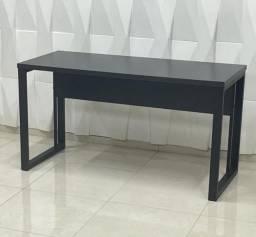 Mesa vasada nas cores Preto ou Nogal.
