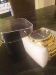 Vendo relógio semi novo...