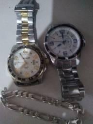 Dois relógios séculos e uma corrente de braço de prata.