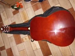 Vendo esse lindo violão semi novo sem nem um aranhão