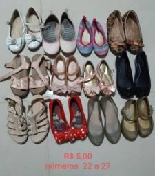 Sapatos infantis diversos - ler anúncio