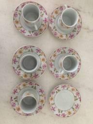 Conjunto de cinco xícaras para café em porcelana