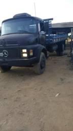 Caminhão Mercedes 1113 em Cacoal