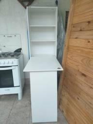 Armário de cozinha com mesa embutida