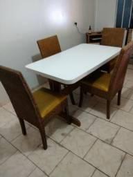 Mesa de fórmica com 4 cadeiras 180 reais
