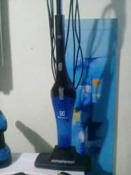 Aspirador vertical Electrolux 110 e 220v...entrego