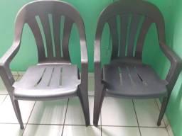 Vendo duas cadeiras plástico por 80 reais