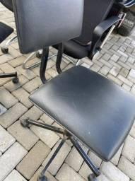 Título do anúncio: Vendo cadeira rodinha