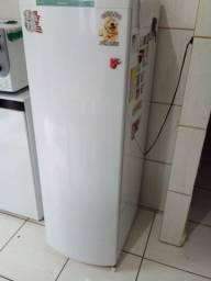 Geladeira 240 litros