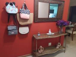 Conjunto de espelho e aparador de junco