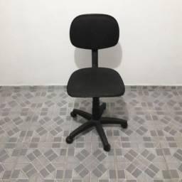 Cadeira para cabeleireiro e escritório.