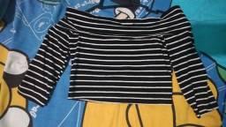 Blusa cropped listrada preto e branco