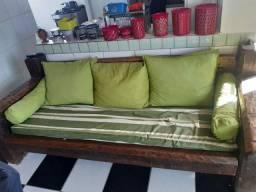 Sofa de madeira pura