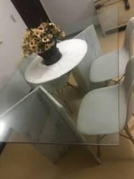 Mesa de jantar com tampo de vidro clássica e maravilhosa