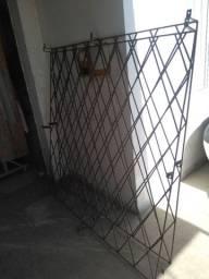 Vendo 2 grades de proteção para janela babada
