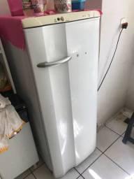 Vendo geladeira boa 360