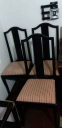 Jodo de 5 cadeiras laqueadas preto madeira.
